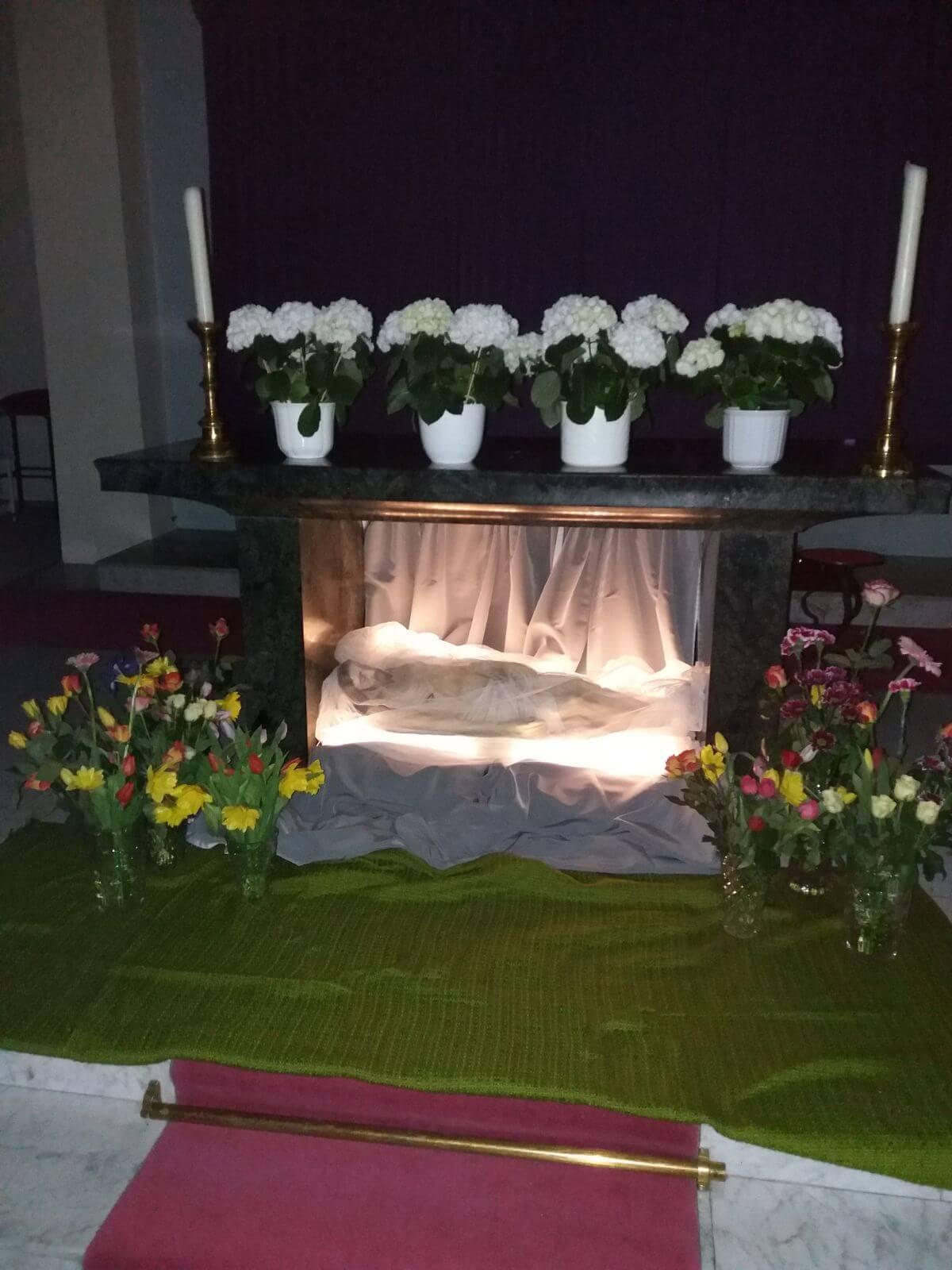Gebet und Grabwache in der AHD