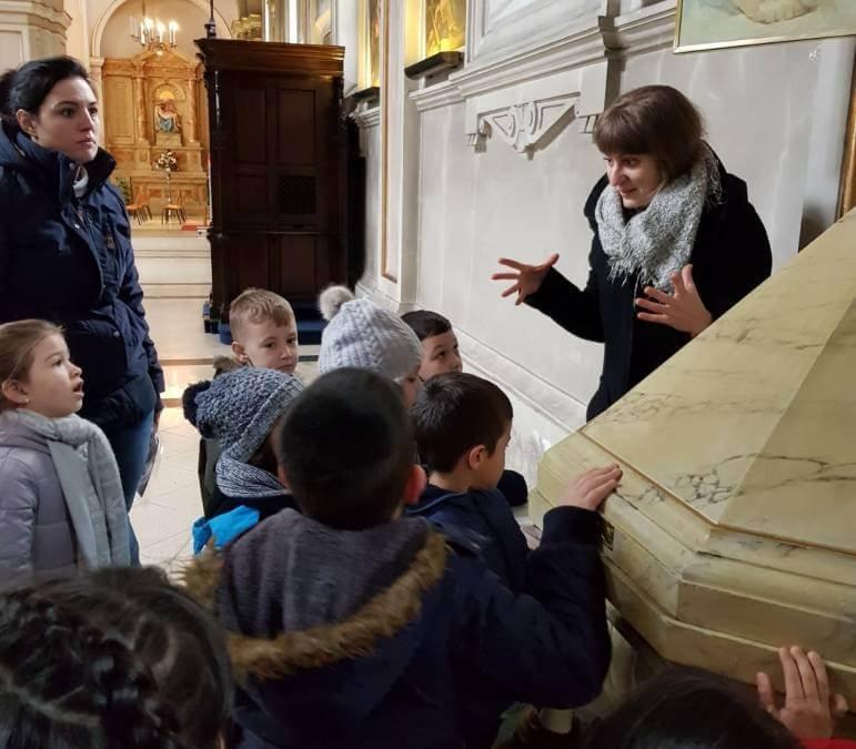 Kindergartenkinder besuchen unsere Pfarrkirche
